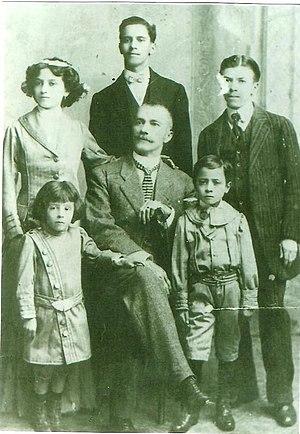 Manuel de Jesús Andrade Suárez - Manuel de Jesús Andrade Suárez (center) with his family.