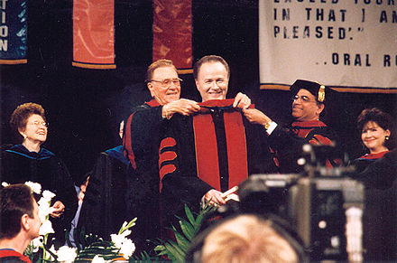 Commencement 2002 Richard Roberts Oral Roberts.jpg