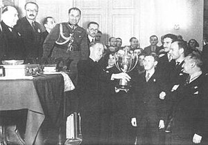 6th Chess Olympiad - The winning American team is awarded the Hamilton-Russell Cup.