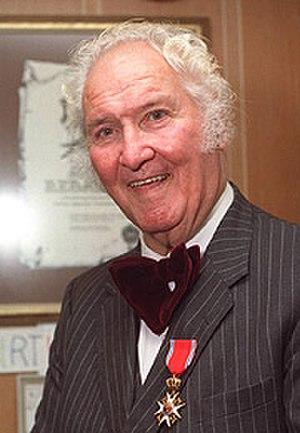 Arne Arnardo - Arnardo receiving the Royal Norwegian Order of St. Olav in 1988.