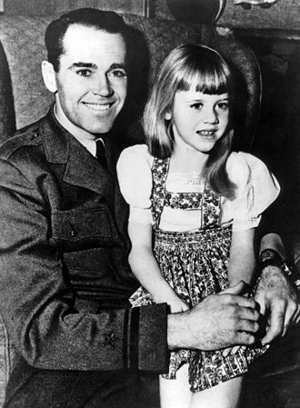 Jane Fonda - Fonda with father, Navy Lieutenant Henry Fonda (1943)