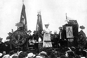 Rosa Luxemburg - Luxemburg speaking to a crowd in 1907