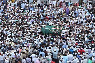 Abdullah Quraishi Al-Azhari - Maulana's Janaazah (Body) being taken by the Funeral Procession.