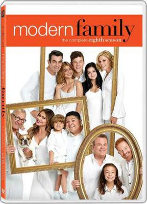 Modern Family (season 8) - DVD cover