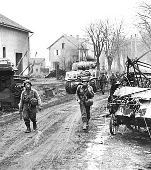 95th Infantry Division (United States) - American soldiers of the 378th Infantry Regiment enter Metz, 1944.