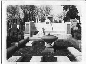 Glendale, Queens - Harry Houdini's grave