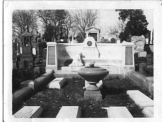Glendale, Queens - Harry Houdini's grave