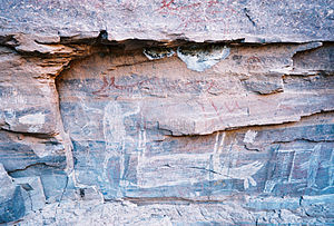 Sierra de Guadalupe cave paintings - Painting including a dead deer, a shaman like figure, fish and hand prints
