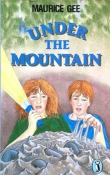 Under the Mountain (Maurice Gee book).jpg