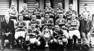 1933–34 Northern Rugby Football League season - Hunslet's winning team posing with the Challenge Cup.