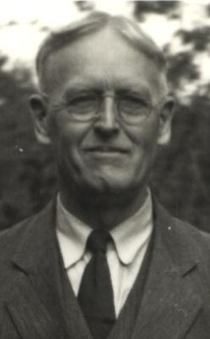 David Crockett Graham - D.C. Graham in Seattle, WA, USA in 1940 just before returning to China