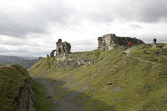 Castell Dinas Brân - Dinas Brân southern wall and ditch
