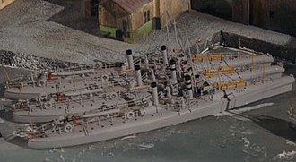 HNoMS Lyn (1882) - Image: Lyn class torpedoboats (models, sideview)