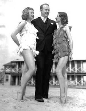 Chic Young - Chic Young researching at the beach in the 1930s with models Jane Lane and Gretchen Davidson.