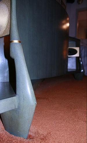 JBL Paragon - Sculpted leg