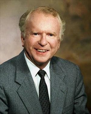 Roger Smith (executive) - Image: Roger smith