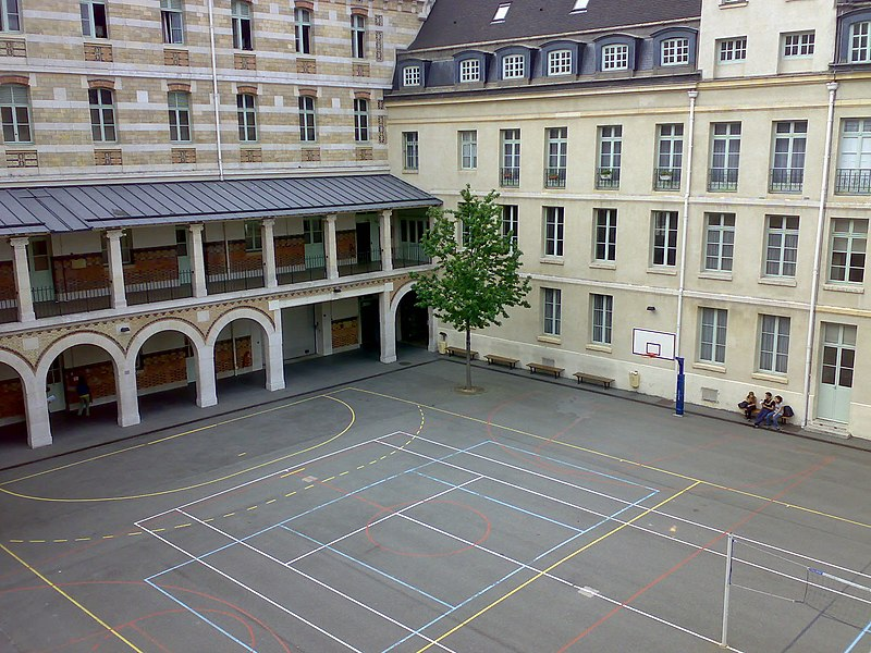 Victor Hugo courtyard, Lyc%C3%A9e Louis-le-Grand (24-04-2007).jpg