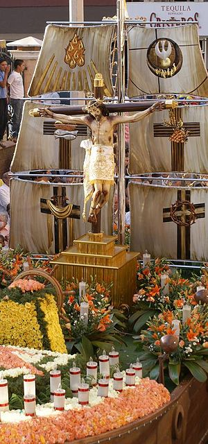 Tepatitlán - The image of el Señor de la Misericordia goes around the whole city every year from the 28 to 30 April. Many people go to him asking for special needs or healing.