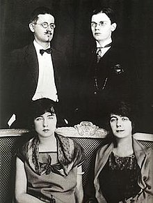 James-Giorgio-Nora-Lucia-Joyce-Paris-1924.jpg