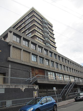 Peep Show (TV series) - A view of Apollo House, in Croydon, the location of Jeremy and Mark's flat.