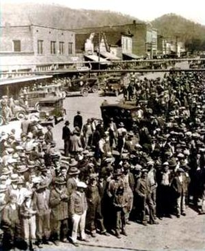 Scottsboro Boys - The crowd at Scottsboro on April 6, 1931