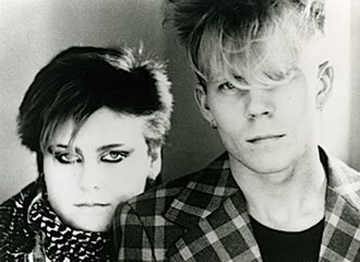 Yazoo (band) - Image: Vince Clarke and Alison Moyet of Yazoo (1982)