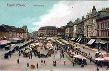 Tinted postcard of a busy marketplace