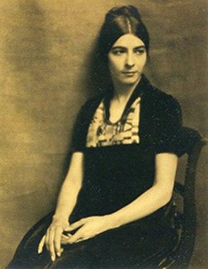 Ilonka Karasz - Image: Ilonka Karasz seated portrait