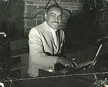 Vann Walls at Hammond B3 organ.jpg