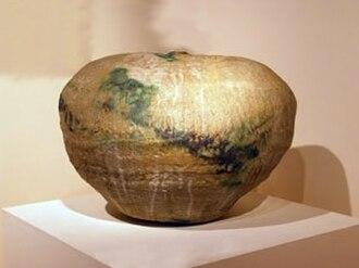 Toshiko Takaezu - Image: 'Garden Piece', hand built stoneware by Toshiko Takaezu , 1973, Hawaii State Art Museum