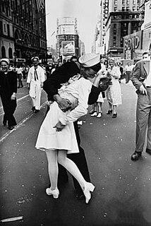 <i>V-J Day in Times Square</i> Photograph
