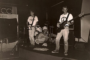 Dodgy - Purple, live in London, summer 1989. Nigel Clark on vocal, Frederic Colier on bass, Mathew Priest on drums