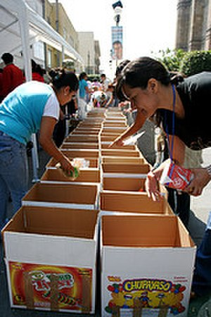2007 Tabasco flood - Students in Guadalajara collect donations for Tabasco