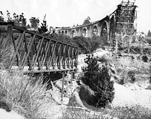 Colorado Street Bridge (Pasadena, California) - A 1913 view of the Scoville Bridge next to the partially completed Colorado Street Bridge.