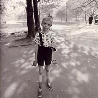 Diane Arbus - Child with Toy Hand Grenade in Central Park, N.Y.C. 1962 (1962)