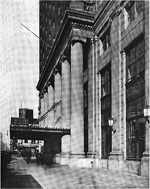 Hotel Pennsylvania - Image: Exterior columns at the Hotel Pennsylvania, NY (circa 1919)