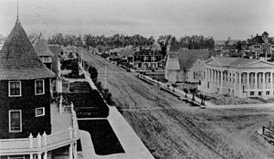 Oxnard, California - Oxnard, 1908. The public library is at the right.