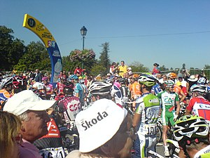 Orthez - Moments before the start of the 16th stage of the Tour de France from Pont-Neuf; signalled by the mayor.