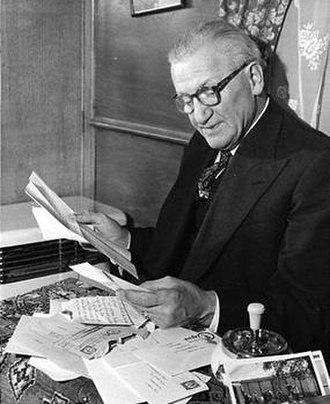 Nicolai Poliakoff - Nicolai Poliakoff reading his fan mail