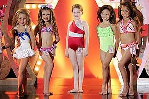Little Miss Sunshine - To make Abigail Breslin's character (center) appear larger than the other girls, she wore a padded suit. Much of the equipment and costumes exhibited during the pageant were provided by actual contestants' parents.
