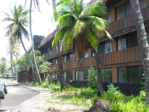 Coco Palms Resort - A building of the Coco Palms Resort with numerous rooms near the lobby.