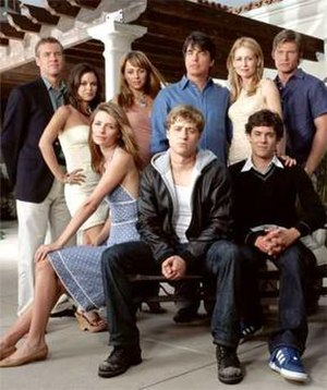 The O.C. (season 1) - Season 1 cast; from left to right: Jimmy, Summer, Marissa, Julie, Ryan, Sandy, Kirsten, Seth and Luke.