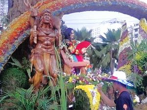 Aliwan Fiesta - The parade float of Panagbenga Festival of Baguio City was decorated with local flowers and handicrafts.  Seated on top is the city's Reyna ng Aliwan 2008 contestant