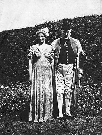 Walford Davies - Image: Sir Walford and Lady Davies at Windsor Castle