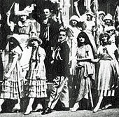 theatrical photograph of chorus and principals for an early 20th century show