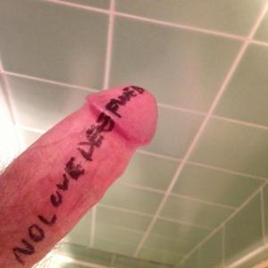 No Love Deep Web - Image: No Love Deep Web artwork