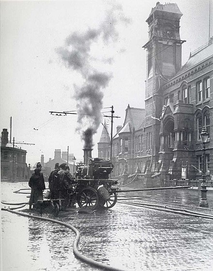 The Town Hall loses its steeple a second time, permanently, in 1913.