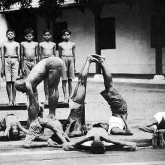 Tirumalai Krishnamacharya - Krishnamacharya in a yoga demonstration