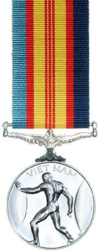 Vietnam Medal - Image: Vietnam Medal Rev