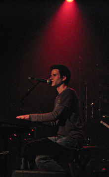 Gavin Mikhail performing at The Rutledge (2007).jpg